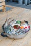 Zeevruchtenreeks van Sukiyaki, Shabu met noedel en groente in de pot Stock Fotografie