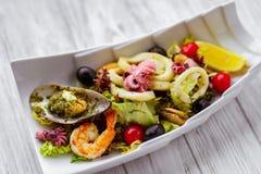 Zeevruchtensalade, restaurant het dienen, smakelijk voedsel royalty-vrije stock foto's