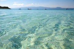 Zeewater dichte omhooggaand bij Alikes-strand, Ammouliani, Griekenland Royalty-vrije Stock Afbeelding