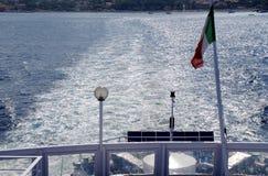 Zeewater door een veerboot 2 wordt verontrust die Royalty-vrije Stock Afbeelding