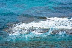 Zeewater, schuim op de rotsen Royalty-vrije Stock Afbeelding