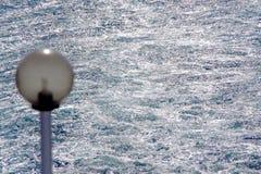 Zeewater troubleb door een veerboot Stock Foto's