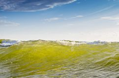 Zeewaterachtergrond en blauwe hemel Royalty-vrije Stock Foto