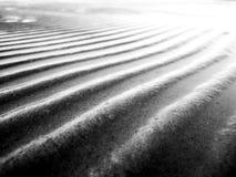 Zeewaterpatroon op het zand na getijde Rebecca 36 royalty-vrije stock afbeelding