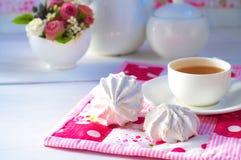 Zefier en kop thee Stock Afbeeldingen