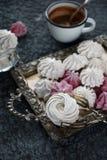 Zefiro casalingo del lampone e della vaniglia, caramelle gommosa e molle rosa e bianche deliziose Fotografie Stock