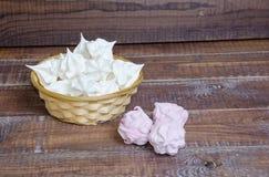 Zefiro delizioso della frutta della vaniglia e merengues croccanti bianchi come la neve Fotografie Stock