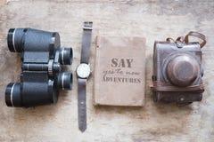 Zeg aan nieuwe avonturen ja idee Retro punten voor toeristen en reizigers Stock Afbeeldingen