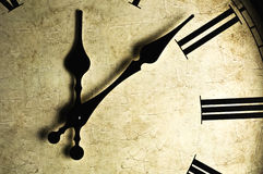 zegar fasonująca stara ściana Zdjęcia Stock