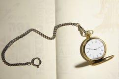 Zegar i notepad Zdjęcia Stock