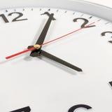 Zegar lub czasu abstrakta tło bielu zegar z czerwienią i blac Obrazy Royalty Free
