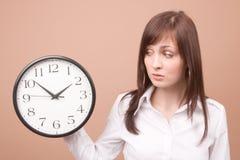 zegar młodych kobiet zdjęcie stock