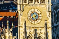 Zegar Nowy urząd miasta Neues Rathaus, Monachium, Niemcy Fotografia Stock