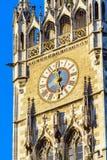 Zegar Nowy urząd miasta Neues Rathaus, Monachium, Niemcy Obrazy Stock