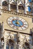 Zegar Nowy urząd miasta Neues Rathaus, Monachium, Niemcy Zdjęcia Royalty Free
