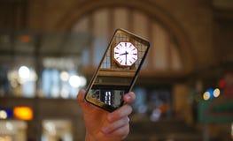 Zegar przy dworcem w Leipzig zdjęcie royalty free