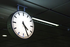 zegar przy stacją metru Bangkok Thailand Obrazy Stock