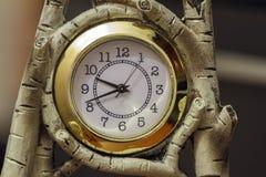 Zegar w drewnianej ramie robić brzoza Zdjęcia Stock