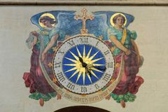 Zegar w kościół - Paryż zdjęcia stock