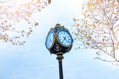 Zegar w Parcul Unirii parku, Bucharest, Rumunia Obrazy Stock