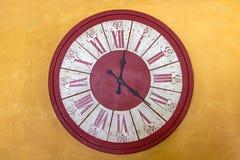 Zegar z Romańskich liczebników przedstawień czasem zdjęcie royalty free