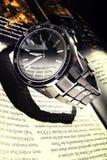 Zegarek i książka Fotografia Stock
