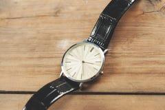Zegarek na biurku obrazy royalty free