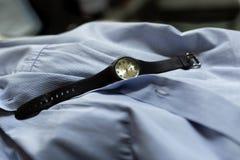Zegarek na mężczyzny koszula fotografia royalty free