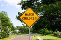 Zegarków dzieci znak uliczny obrazy stock