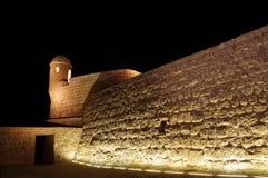 Zegarka wierza i ściana Bahrajn fort Fotografia Royalty Free