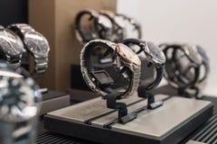 Zegarki w luksusowym sklepie obraz stock