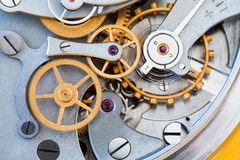 Zegarowego przekazu makro- widok Stopwatch chronometru mechanizmu cogs przekładni kół związku pojęcie Płytka głębia Zdjęcia Royalty Free