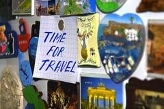 zegarowej tarczy kuli ziemskiej bagażu retro czas podróż Obrazy Royalty Free