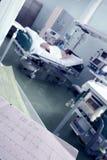 Zegarowy monitorowanie pacjenci w intensywnej opieki pojęciu Zdjęcia Stock