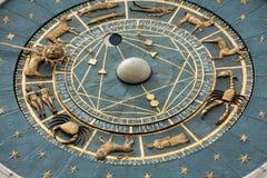 Zegarowy wierza budować średniowieczni początki przegapia piazza dei Signori w Padova Zdjęcia Royalty Free