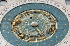 Zegarowy wierza budować średniowieczni początki przegapia piazza dei Signori w Padova Zdjęcie Royalty Free