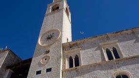 Zegarowy wierza Dubrovnik z gołąbką zdjęcia royalty free