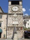 Zegarowy wierza i filar wstyd w Kotor, Montenegro Zdjęcie Stock