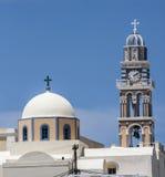 Zegarowy wierza i kościół w Fira, Santorini Zdjęcie Stock