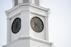 Zegarowy wierza na górze gmachu sądu obraz stock