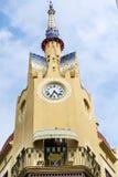 Zegarowy wierza na górze mieszkań w Sitges Fotografia Stock