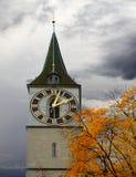 Zegarowy wierza St. Peter kościół zdjęcie royalty free