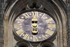 Zegarowy zbliżenie w grodowym republika czech, Europa ilustracyjny lelui czerwieni stylu rocznik Praga zegarowy wierza szczegół Fotografia Stock