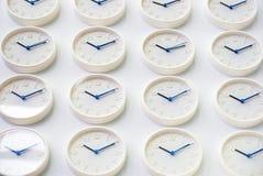 Zegary na ścianie, symbol dla Greenwich Podłego czasu obrazy royalty free