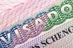 Zegel in het paspoort voor reis en ingang in Spanje stock afbeeldingen