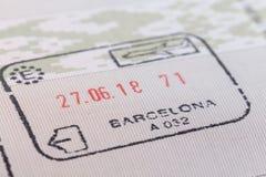 Zegel van de luchthavendouane van Barcelona op aankomst in het paspoort royalty-vrije stock foto's