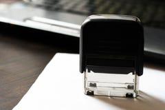 Zegel, verbinding van de organisatie op de Desktop stock foto's