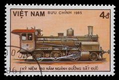 Zegel in Vietnam wordt gedrukt die stoomlocomotief tonen die royalty-vrije stock foto
