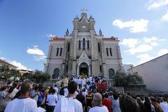 Zegen met het Heilige Sacrament aan het eind van het Corpus Chr Stock Foto's