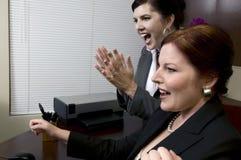 Zegevierend BedrijfsVrouwen! Stock Foto's